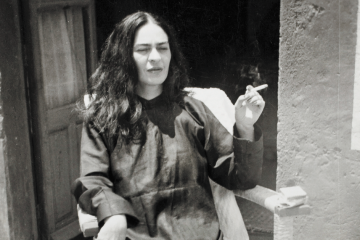 Frida-Kahlo-photograph-smoking