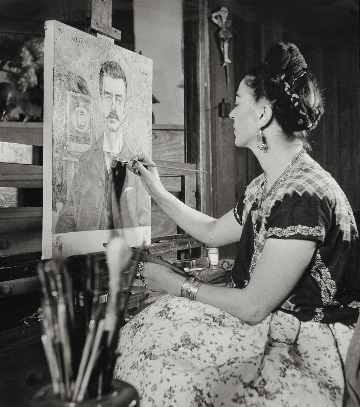 Photo-of-Frida-Kahlo-painting